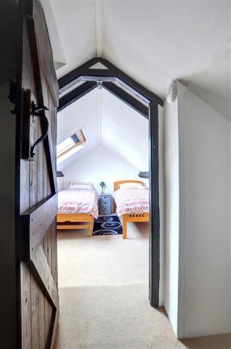 twin_bedroom_view_2